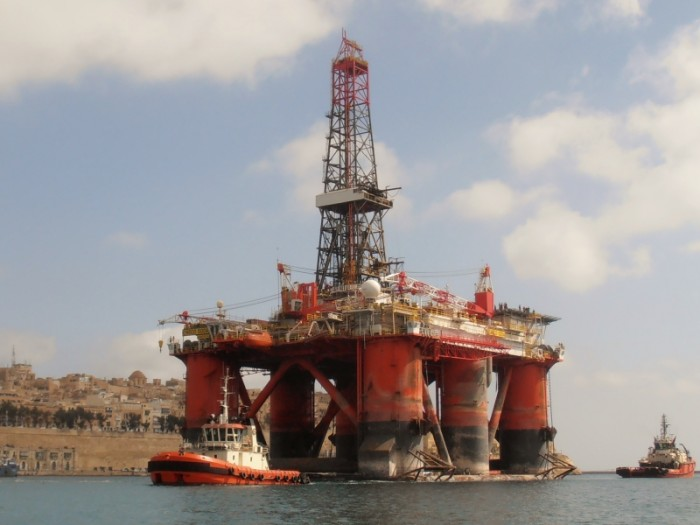 ENSO 5004  Imo.8751033  Liberian oil rig b.1982.  13062grt.  95 x 70m.  2-7-14